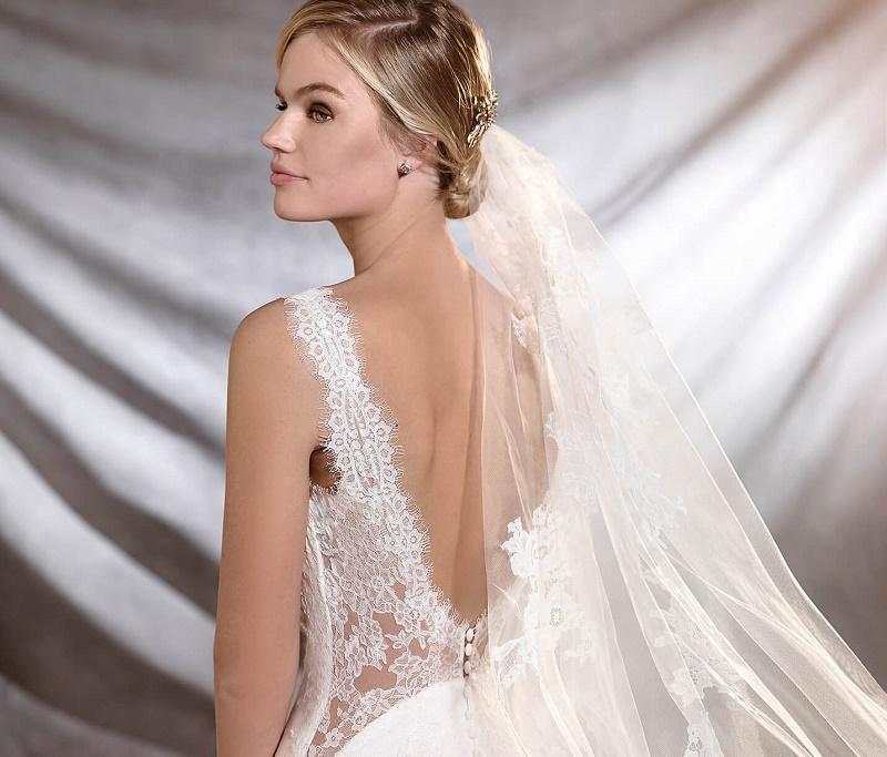 Vestidos de noiva com recorte e transparência