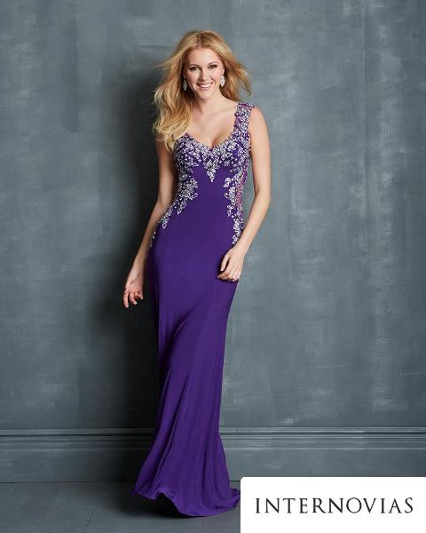 939998c9d1 Os vestidos são das marcas Internovias e Noivas do RJ.