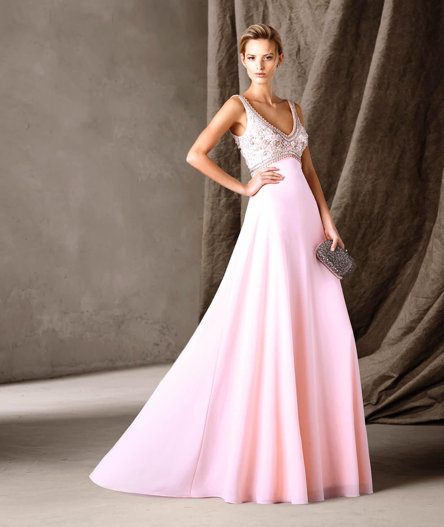 8c8bdc169 A jovialidade do rosa merece destaque. Veja este modelo evasé de corte na  cintura: um modelo clássico e cheio de detalhes, como os motivos florais  que ...