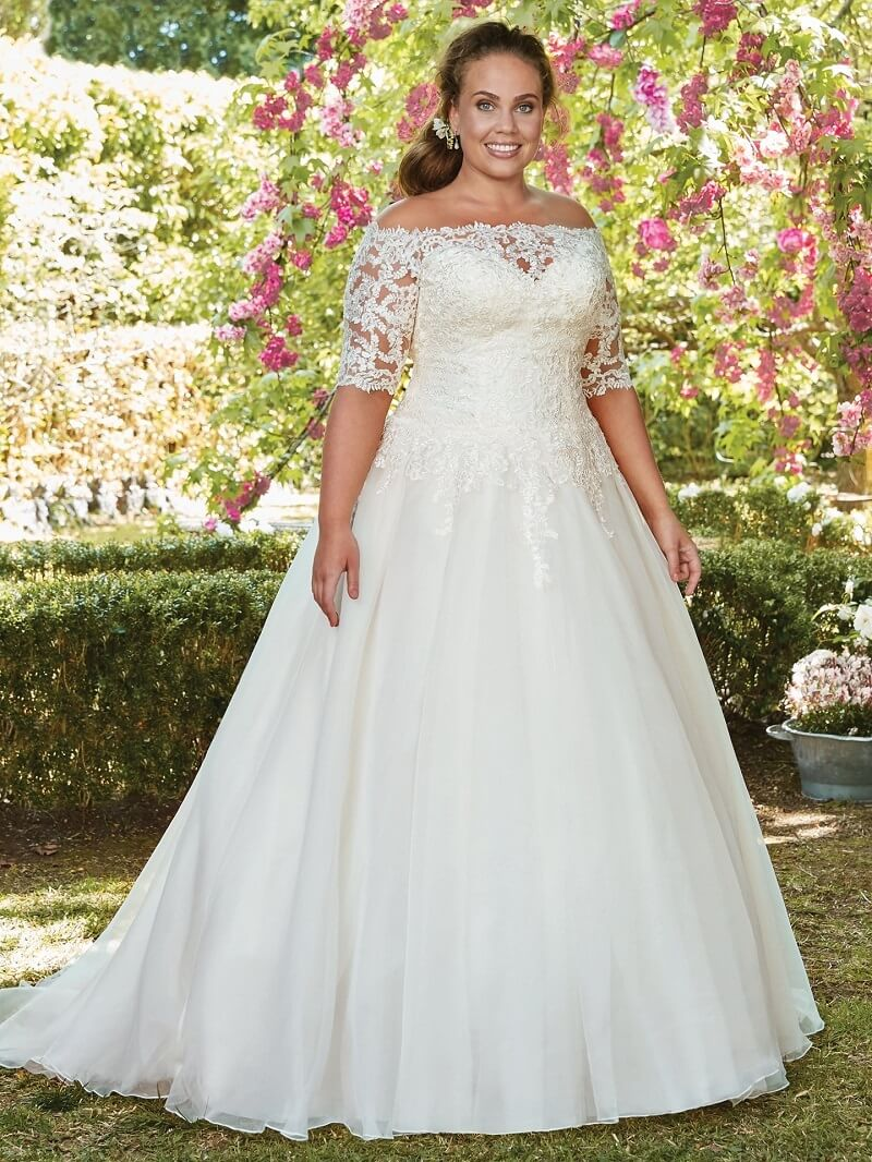 e1112a591 Conheça alguns modelos que selecionamos da coleção plus size Internovia.  Será impossível não sair com um vestido nas mãos!