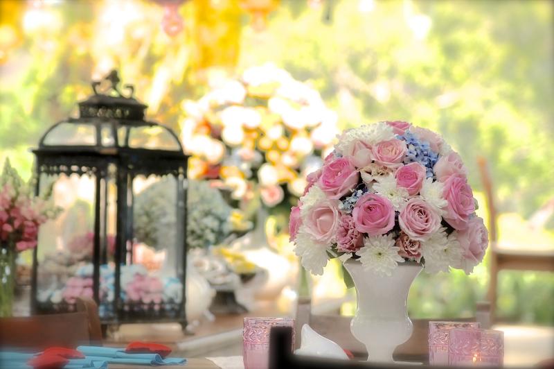 A delicadeza das rosas na decoração do casamento