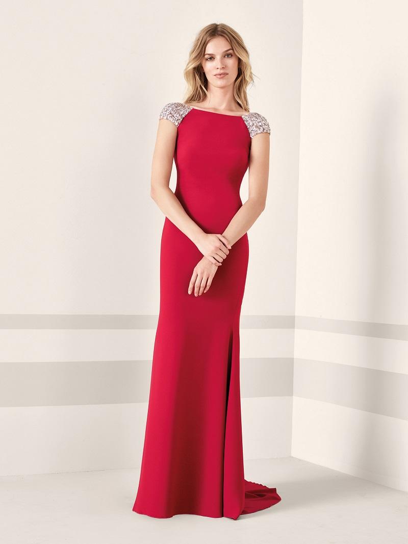 531eeebdb Já essa outra peça é a prova de que com o tecido certo, você pode ir para  uma festa no inverno vestida com uma cor bem quente.