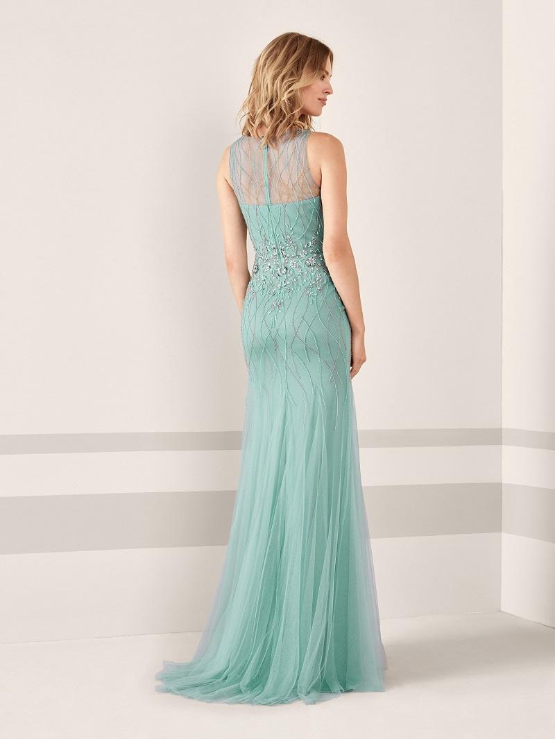 06a2000cf5 Esse outro vestido fica ainda mais delicado com esse bordado de aspecto  artesanal