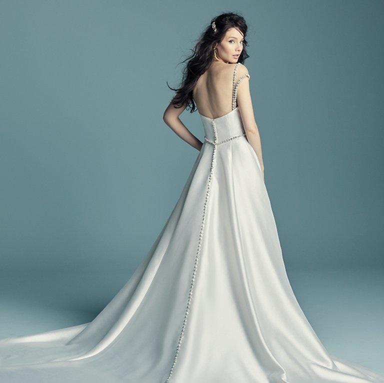 vestido de noiva com botões nas costas